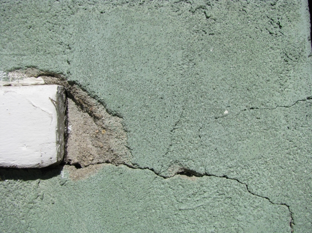 what to use to repair stucco cracks